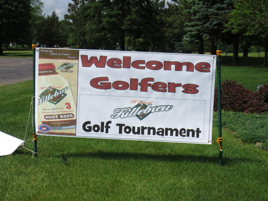 Welcome sign at Majestic Oaks Country Club